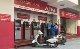 """Lại thêm ngân hàng tăng phí giao dịch, người dùng """"phát hoảng"""""""