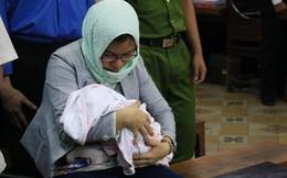Bị cáo ôm con nhỏ chưa đến 1 tháng tuổi đến tòa đã khai báo những gì?