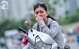 Chùm ảnh: Những ánh mắt lo lắng của cha mẹ ngoài cổng trường kỳ thi THPT Quốc gia 2018