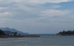 Dự án lấn vịnh Nha Trang trái phép ngập rác thải và thành bãi xe 'lậu'