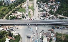 TP.HCM: Cầu vượt 206 tỷ vừa được thông xe đã xuất hiện rãnh lún, trồi nhựa ở chân cầu