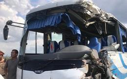 NÓNG: Tai nạn liên hoàn, 2 xe tải lật, 1 xe khách lao xuống ruộng làm 10 người bị thương