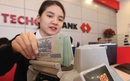 """VPBank có công ty tài chính là """"bảo bối"""", còn Techcombank có gì?"""