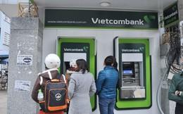 """Bị Ngân hàng Nhà nước """"tuýt còi"""", Vietcombank dừng tăng phí rút tiền ATM nội mạng"""