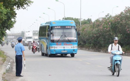 """Hà Nội ngày đầu """"nắn"""" tuyến, nhiều xe khách vi phạm bị nhắc nhở"""