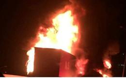 Hiện trường xe khách 47 chỗ cháy dữ dội trên đường vành đai 3 Hà Nội