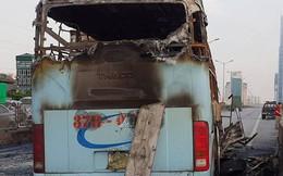 Hiện trường xe khách cháy rụi sau tai nạn trên đường vành đai 3