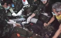 Video: Cận cảnh quá trình cứu hộ đưa các cậu bé đội bóng Thái Lan ra khỏi hang
