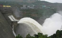 Dự kiến mưa lớn kéo dài, Hồ Hòa Bình mở thêm cửa đáy thứ 3