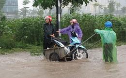 Hà Nội mưa lớn dai dẳng: Nhiều tuyến đường ngập sâu trong nước, các phương tiện chết máy hàng loạt