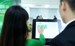 """Lợi nhuận ngân hàng Việt tiếp tục """"khác lạ"""""""