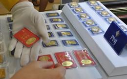 """""""Nhờ"""" USD ngân hàng tăng giá mạnh, vàng trong nước rút ngắn khoảng cách với thế giới về 2,4 triệu đồng/lượng"""