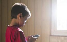 """Thứ phổ biến bố mẹ vẫn cho con dùng hàng ngày, hàng giờ được chuyên gia cảnh báo """"chẳng khác nào chất gây nghiện"""""""