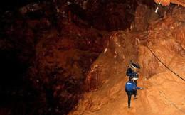 Đội bóng Thái Lan sẽ đến khu vực an toàn trong hang trước khi được hộ tống lặn ra ngoài