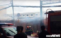 Bãi giữ xe bốc cháy dữ dội, nhiều ô tô bị thiêu rụi ở TP.HCM