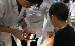 Hà Nội: Bé trai bị rắn cắn khi đang chơi cùng bà nội trong công viên ở Linh Đàm, phải nhập viện theo dõi