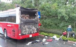 Đà Nẵng: Ôtô bất ngờ bốc cháy, hàng chục hành khách hoảng sợ