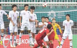 Cận cảnh siêu phẩm sút phạt của Minh Vương tung lưới thủ môn dự World Cup 2018