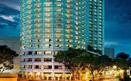 Đến với khách sạn cao cấp Fairmont, bạn có thể thu trọn Singapore trong tầm mắt