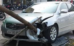 Xế hộp Camry tông liên hoàn trên phố Hà Nội, 2 người bị thương