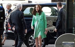 Người hâm mộ tinh ý phát hiện ra vật bất thường trong xe hơi chở Công nương Kate, vô tình tiết lộ thói quen khó bỏ của người hoàng gia