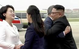 Tổng thống Hàn Quốc tới Triều Tiên, ôm chặt nhà lãnh đạo Kim Jong Un tại sân bay