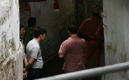 Nhiều người nghèo khóc như mưa vì mất hết tiền và giấy tờ sau vụ hỏa hoạn trước cổng BV Nhi Trung Ương