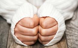 5 dấu hiệu của bệnh suy giáp thông qua các biểu hiện khác thường ở đôi bàn tay