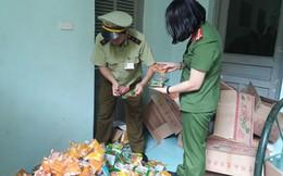 Thu giữ 1.468 chiếc bánh trung thu giá bèo đổi màu ở Hà Đông
