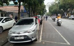 Hà Nội: Giá trông giữ xe cao ngất, dịch vụ Grab và Uber càng nở rộ?