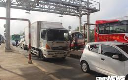 Hàng chục tài xế 'đại náo' trạm thu phí Sóc Trăng từ sáng sớm