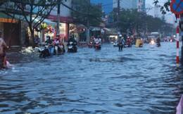 Người dân TP HCM lại khổ vì triều cường trong năm mới