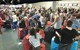 Hệ thống kiểm tra hộ chiếu đột ngột ngừng hoạt động, khách xếp hàng dài chờ nhập cảnh vào Mỹ ngày đầu năm