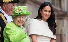 Nữ hoàng Anh lần đầu phá lệ, ưu ái dành tặng cháu dâu Meghan điều bất ngờ này, đến Công nương Kate cũng phát ghen