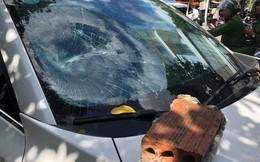 """Danh tính người đàn ông """"lạ"""" đập phá ô tô Mazda ở ngay Trung tâm hành chính Đà Nẵng"""