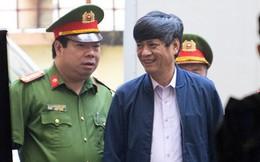 Cựu tướng Nguyễn Thanh Hóa tươi cười, ông Phan Văn Vĩnh liên tục đọc cáo trạng 235 trang