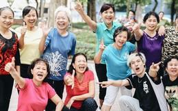 """""""Sung"""" như các cụ bà U80 nhảy Hip hop ở hồ Gươm: Mỗi ngày trồng cây chuối 10 cái, vừa thổi cơm vừa bật nhạc nhảy"""