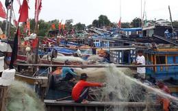 ẢNH: Bão số 9 giật mạnh đang tiến vào đất liền, 4.000 dân Cần Giờ cấp tập di tản