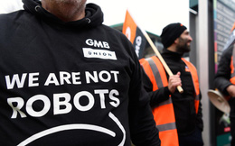 Hàng nghìn công nhân Amazon đình công dịp Black Friday với khẩu hiệu 'chúng tôi không phải những con robot'