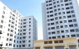 """Trăm căn hộ tái định cư mới tinh biến thành """"nhà ma"""" hoang phế giữa Hà Nội"""