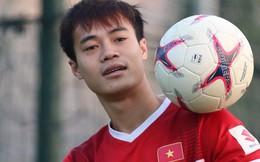 Văn Toàn bất ngờ xuất hiện trong buổi tập của tuyển Việt Nam