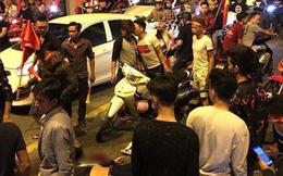 """Ẩu đả, tai nạn giao thông liên tiếp trong đêm đi """"bão"""" mừng chiến thắng của đội tuyển Việt Nam: Vui thôi đừng vui quá!"""