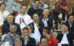 Thủ tướng Nguyễn Xuân Phúc: Biển cờ sôi động đang hướng về đội tuyển bóng đá Việt Nam