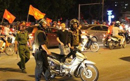 Cảnh sát được trang bị súng đảm bảo an ninh sau trận chung kết Việt Nam - Malaysia