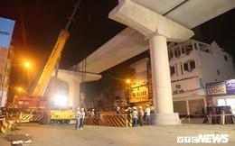 Ảnh: Công nhân xuyên đêm lắp đặt dầm U nặng 150 tấn cuối cùng trên tuyến đường sắt Nhổn - Ga Hà Nội