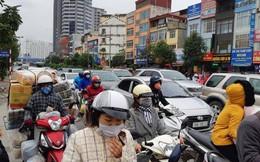 """Cận Tết, đường phố Hà Nội, TP.HCM """"chật như nêm"""""""