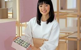 """""""Thánh nữ dọn nhà"""" Marie Kondo kiếm bộn tiền trên đất Mỹ bằng cách chia sẻ bí quyết của người Nhật: Dọn nhà không chỉ là sắp xếp đồ đạc mà còn giúp bạn quản lý tài chính cá nhân"""