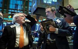 Chứng khoán Mỹ chao đảo sau cảnh báo của Apple, Dow Jones mất hơn 600 điểm