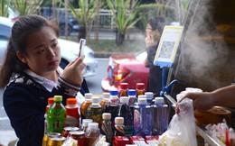 Tiền mặt và thẻ tín dụng bị soán ngôi, người Trung Quốc đi chợ cũng phải sử dụng smartphone để thanh toán