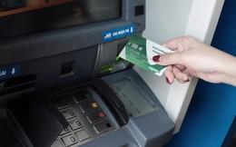 """Chủ thẻ ATM mỗi tháng """"ting ting"""" 1 lần nhận lương, tỷ lần trừ phí"""